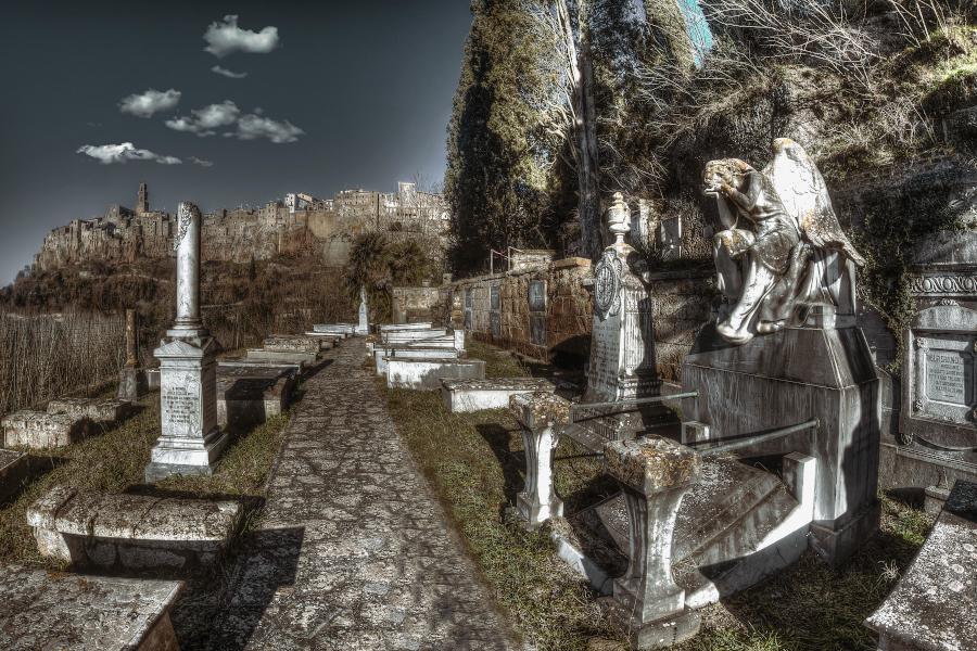 Gli angeli invisibili di Pitigliano